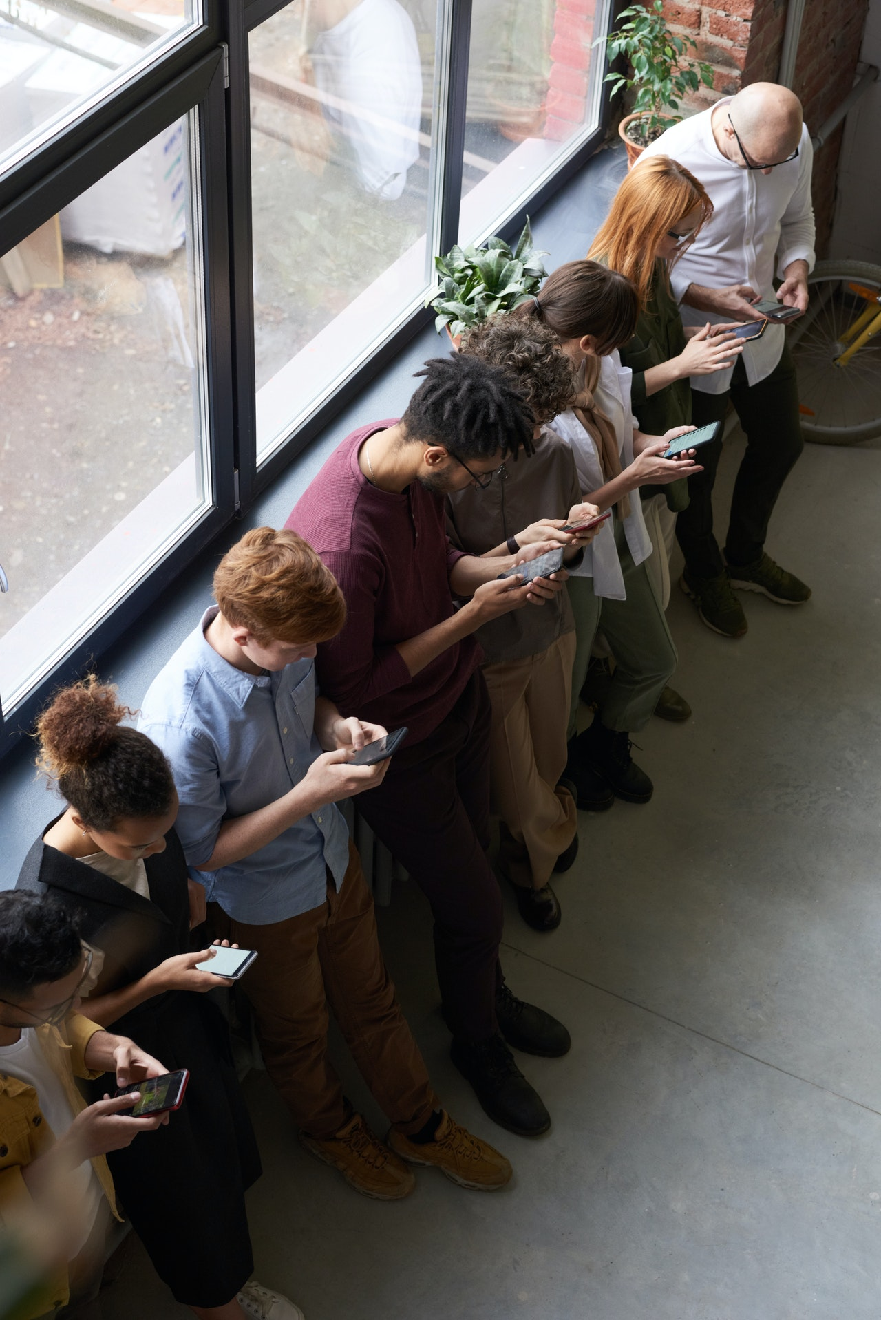 Social media crowd all using their phones