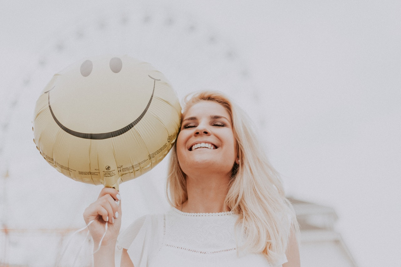 limiting beliefs woman happy with balloon